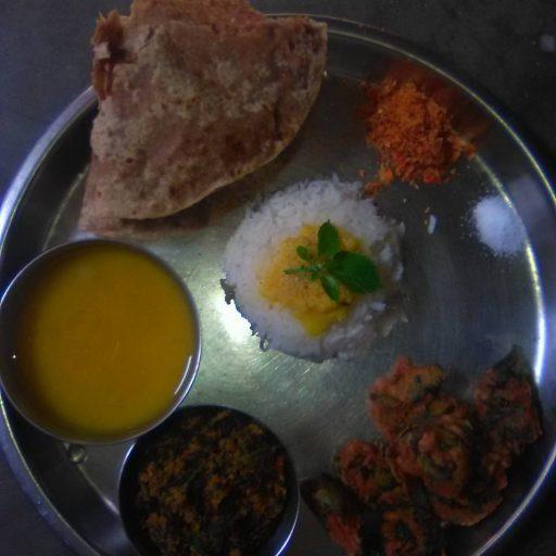 Makarsankranti bhojan /chhayaonline.com