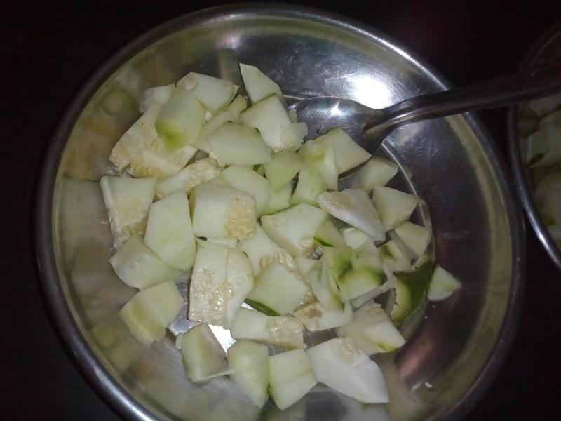 cucumber to make salad /chhayaonline.com