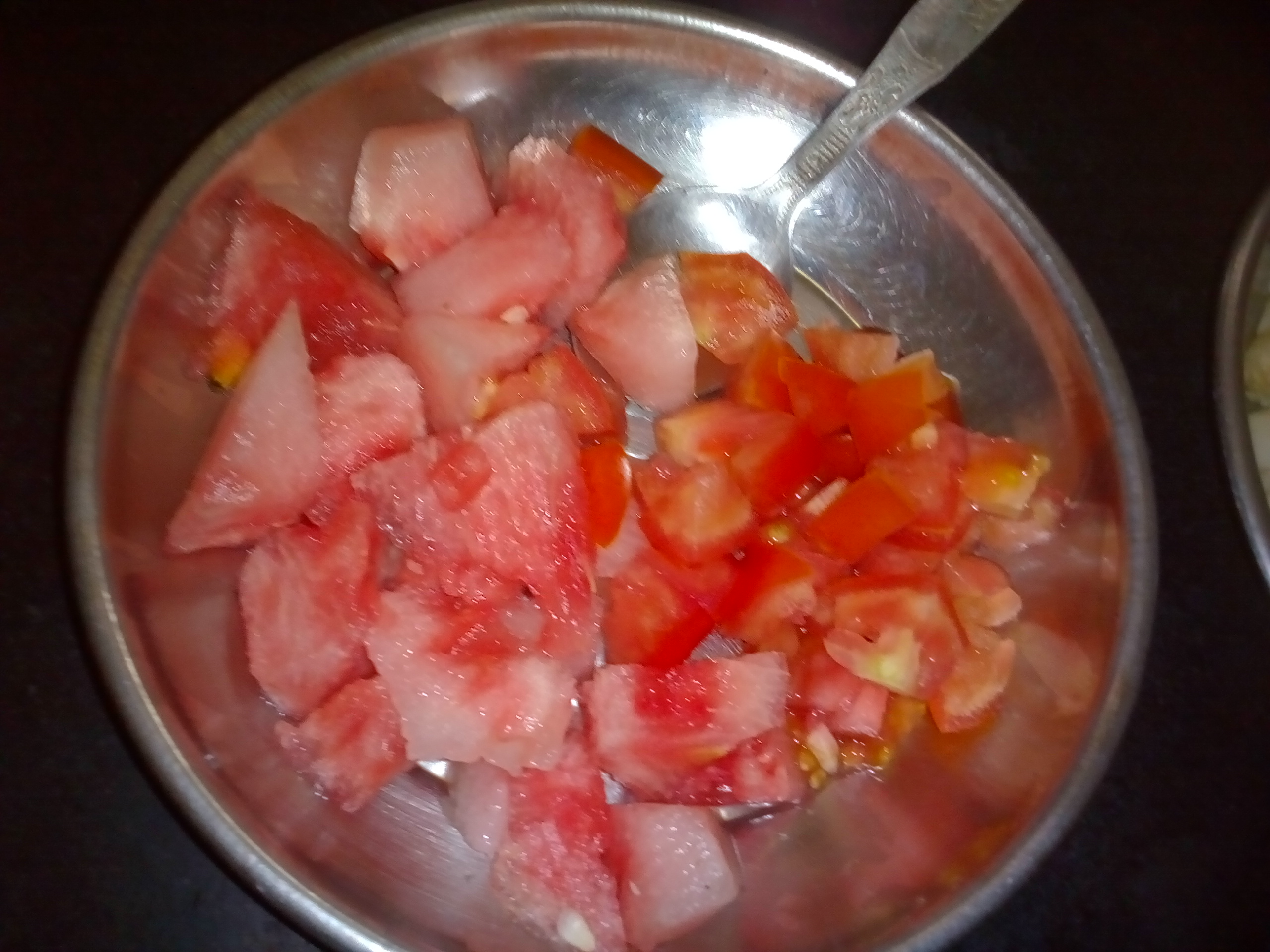 watermelon & tomato before making salad/chhayaonline.com